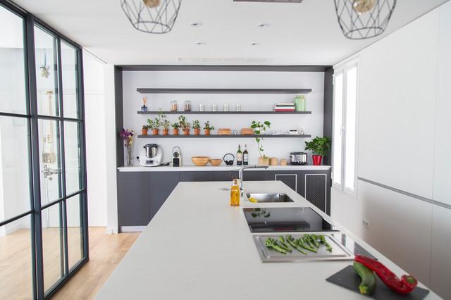 Cocina moderna, con isla y muebles color antracita - Modern ...