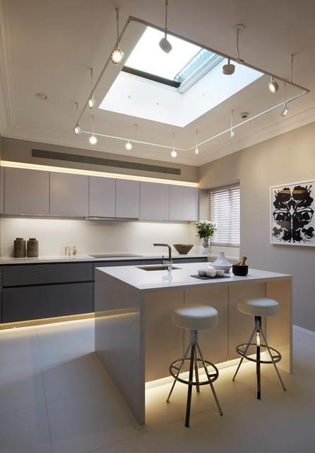 Cocina moderna leicht con buena iluminaci n - Iluminacion para cocinas modernas ...