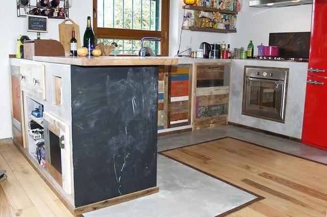 Cucina legno recupero lavagna e ferro - Lavagna da cucina ...