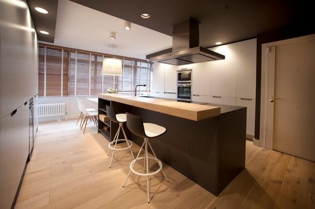 Diseño interior de casa con gran cocina - Contemporáneo - Cocina ...