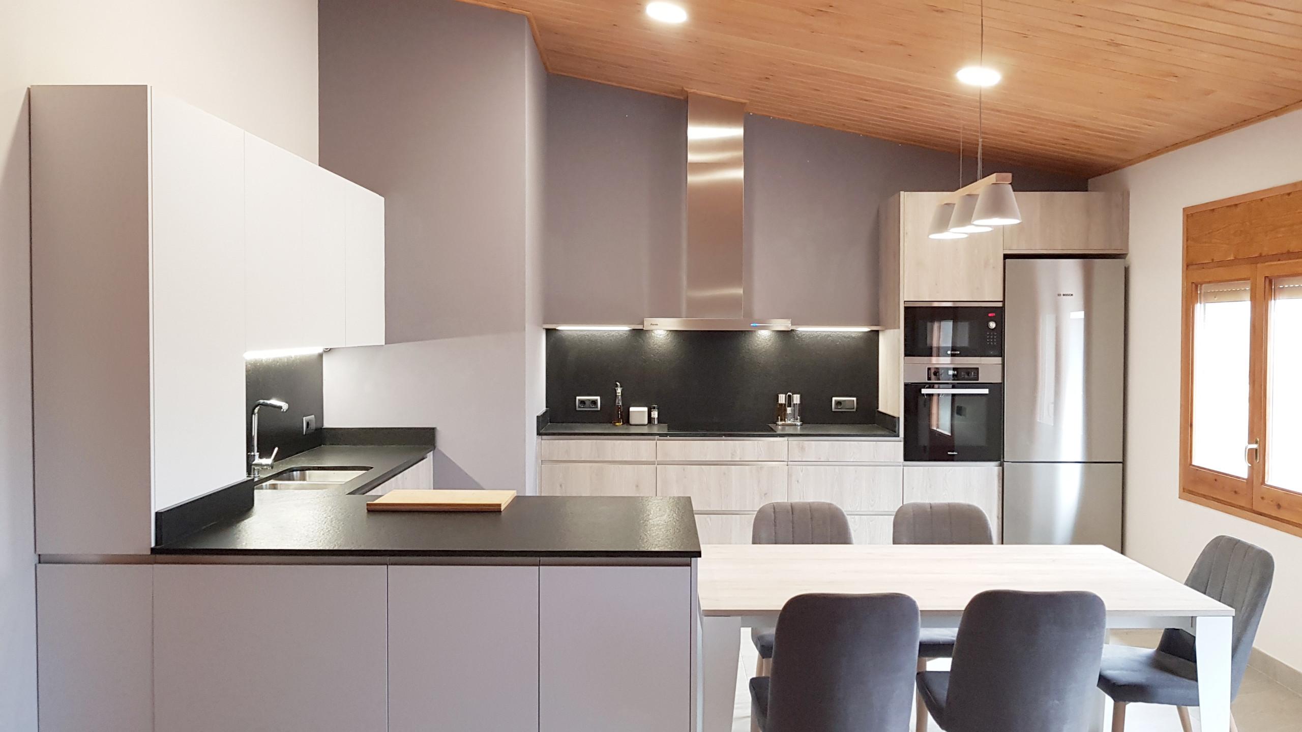 Diseño y montaje de cocina en Vic