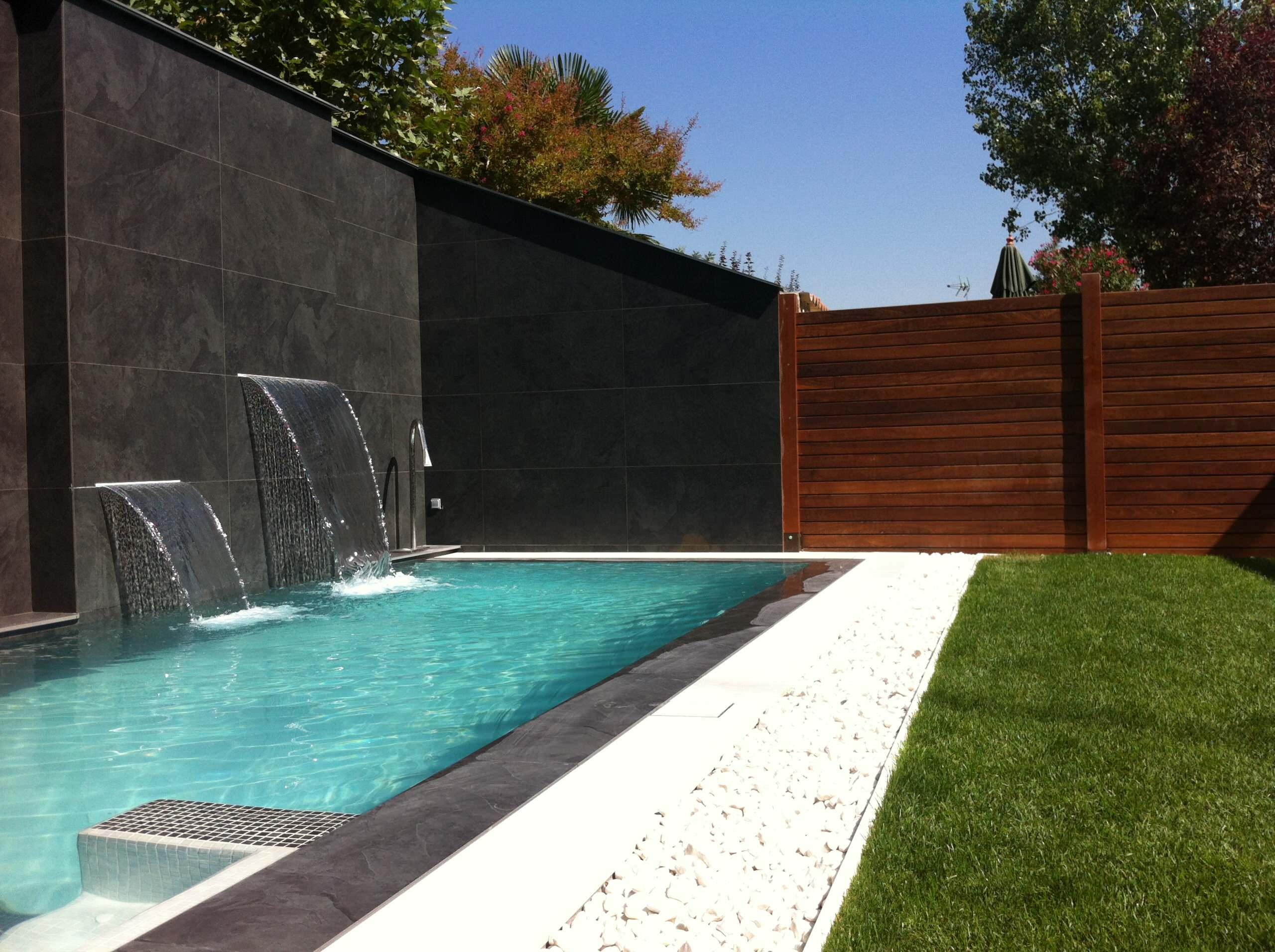 Exterior piscina desbordante
