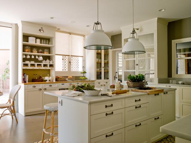 Luminosa cocina de aire señorial casa-de-campo-cocina