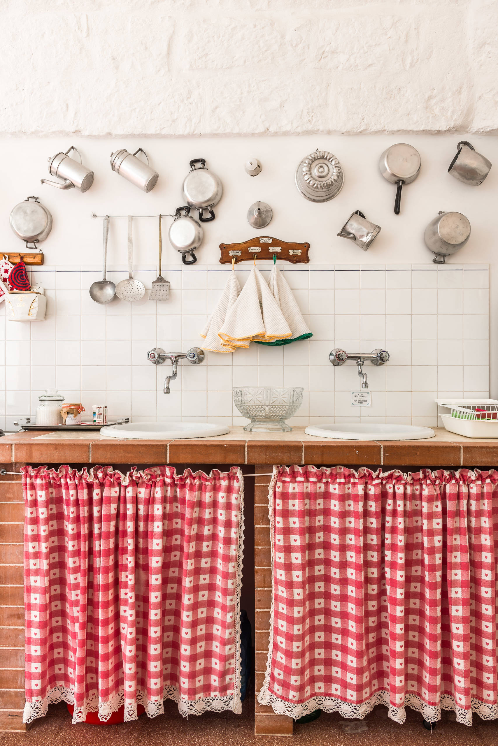 75 Beautiful Farmhouse Red Kitchen Pictures Ideas December 2020 Houzz