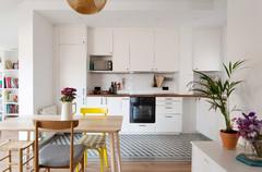 Cocinas blancas con suelo hidráulico: ¡Una combinación perfecta!