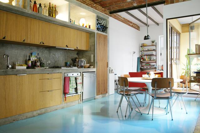 Piso colorido con mobiliario vintage en ciutat vella - Mobiliario cocina industrial ...