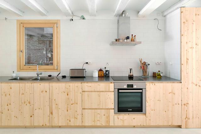 Atrévete con la madera también en una cocina contemporánea