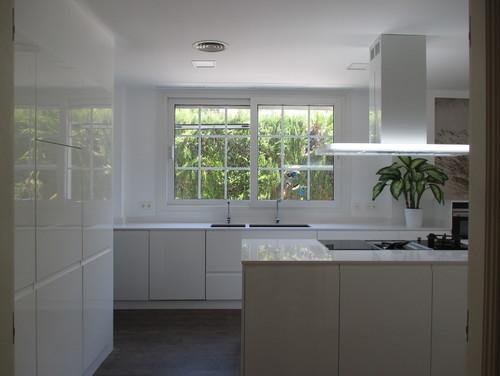 Cocinas cuadradas fabulous cocinas blancas isla armarios for Cocina 3x3 metros