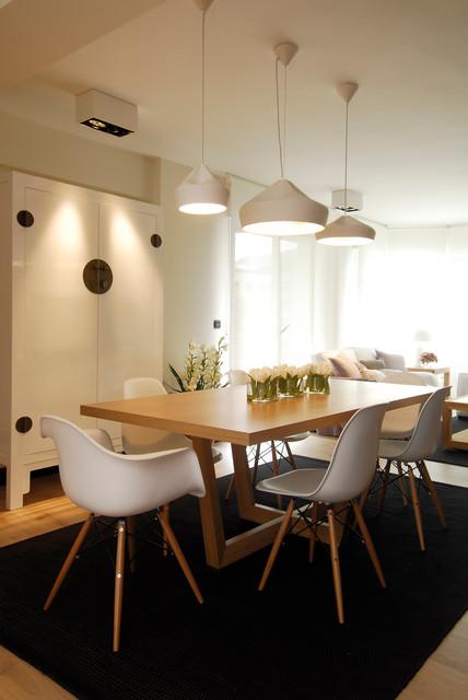 Comedor en madera, blanco y negro, por Sube Susaeta Interiorismo ...