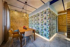 Espacios versátiles y decoración sofisticada en un piso en Madrid