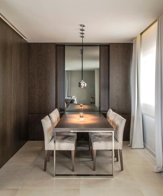 Diseño de comedor actual, de tamaño medio, cerrado, sin chimenea, con paredes marrones