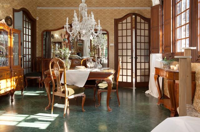 Salones klassicheskiy-stolovaya