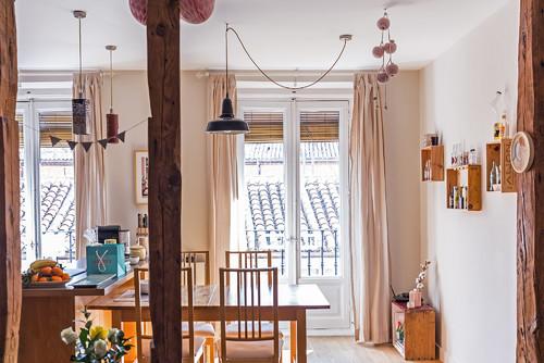 comedor de un piso luminoso en malasana en diariodesign