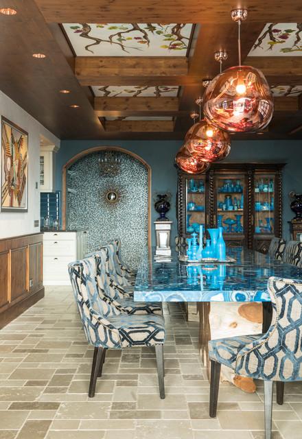 Foto de comedor ecléctico, cerrado, con paredes azules y suelo beige