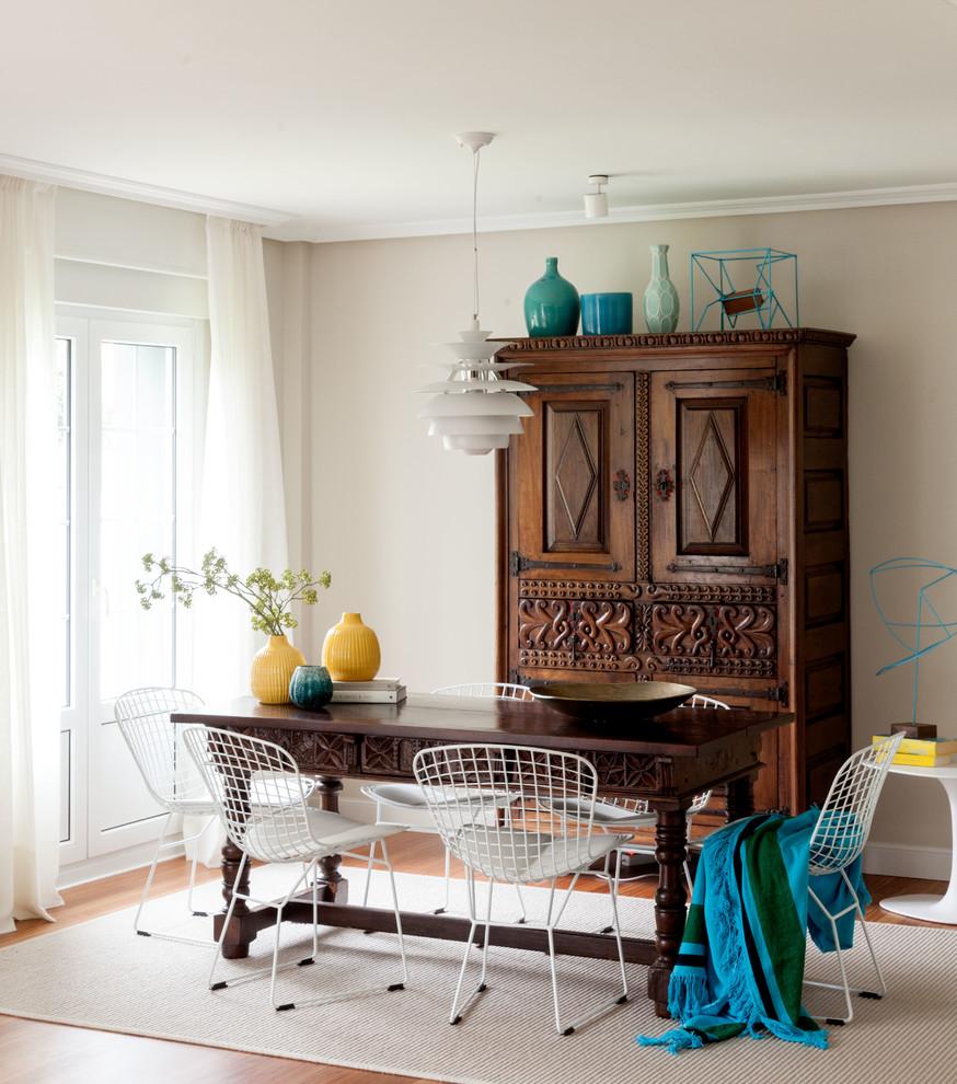 Dining room - coastal medium tone wood floor and brown floor dining room idea in Bilbao with beige walls