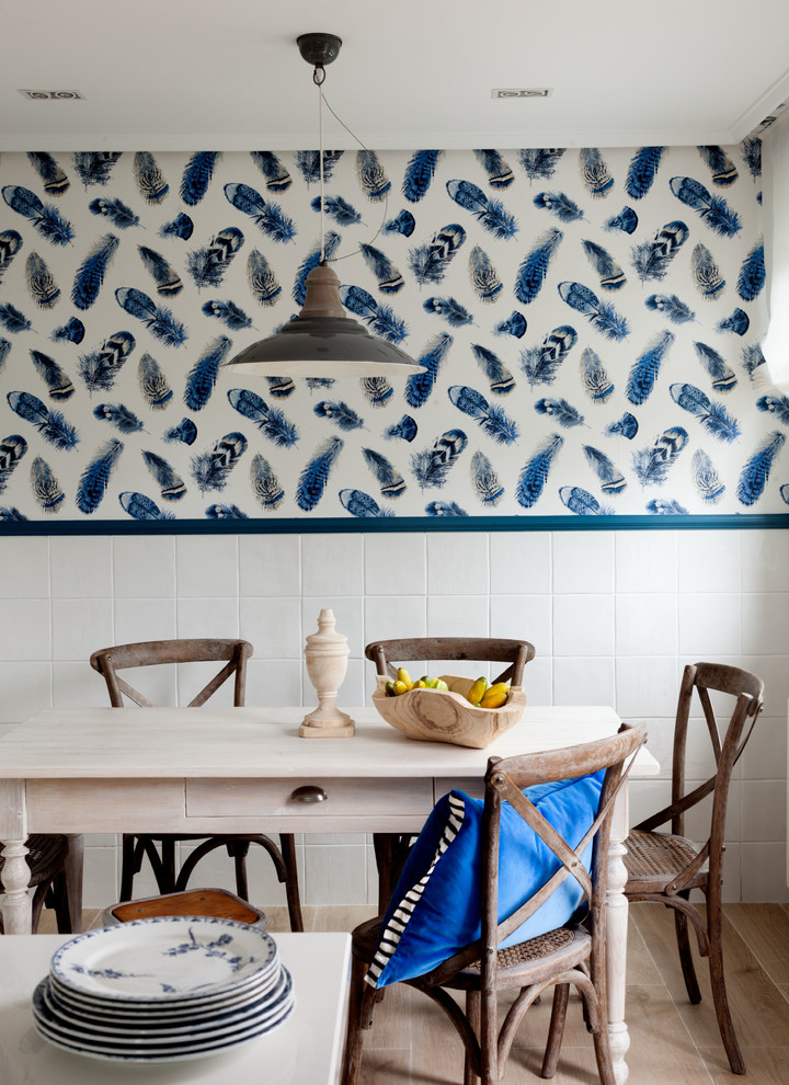 Inspiration for a transitional dining room remodel in Bilbao