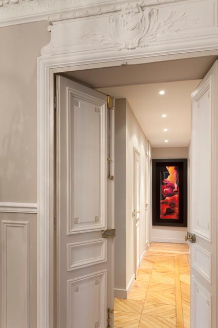 appartement haussmannien classique chic couloir paris par cyrille fr mont home organiser. Black Bedroom Furniture Sets. Home Design Ideas