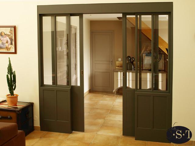 baie vitr e int rieure industriel couloir paris par la c s t agencement et ameublement. Black Bedroom Furniture Sets. Home Design Ideas