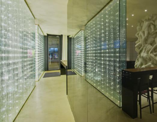 murs de s paration lumineux moderne couloir other metro par les artisans du lustre. Black Bedroom Furniture Sets. Home Design Ideas