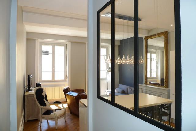 R novation d 39 un appartement moderne couloir other for Idee renovation couloir