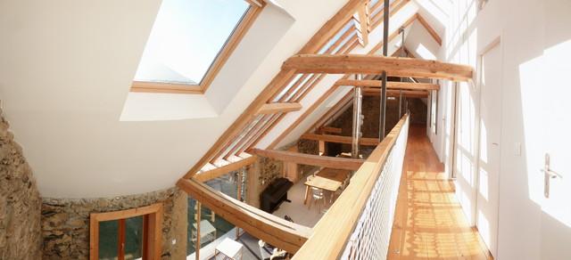 R novation d 39 une ferme contemporain couloir for Architecte renovation ferme