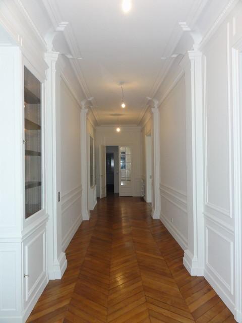 Salon sejour appartement haussmannien for Couloir appartement