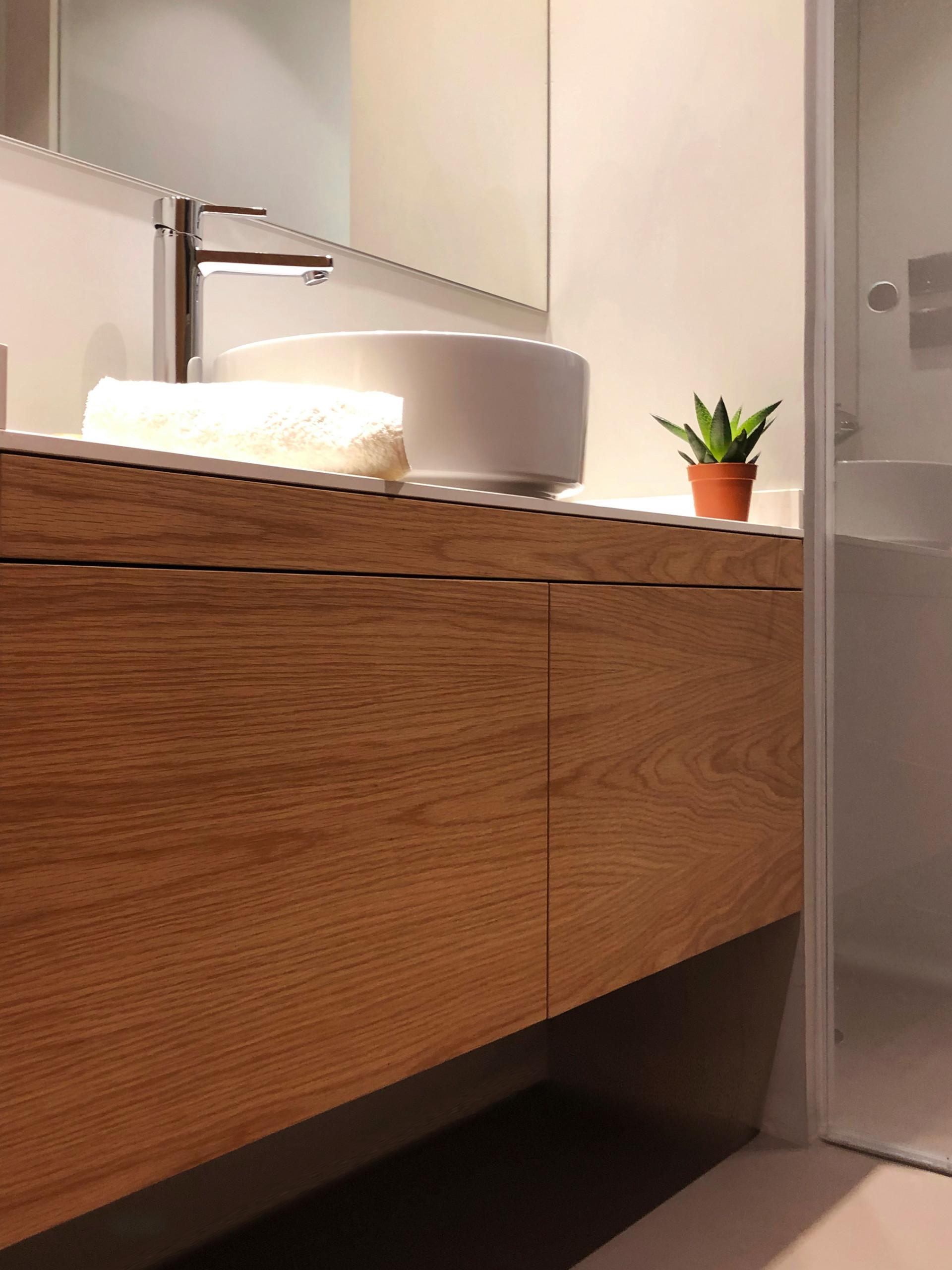Baño en suite. Mueble y encimera.