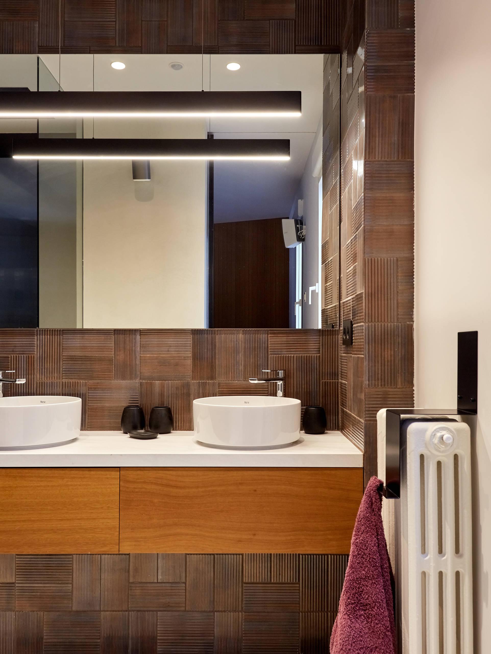 Baño en suite. Vista frontal.