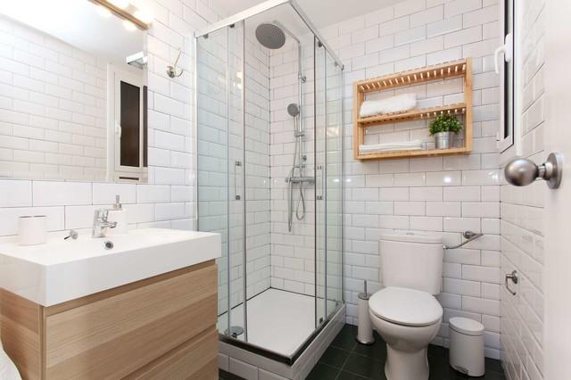 diseo de cuarto de bao con ducha clsico renovado pequeo con armarios con with azulejos cuartos de bao pequeos