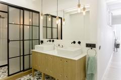 Más vale una imagen...: 9 baños con vistosas mamparas de hierro