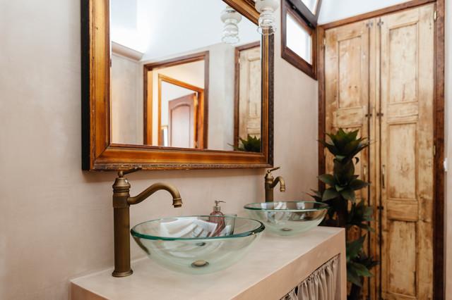 Baño rústico revestido en microcemento - Rústico - Cuarto de baño ...