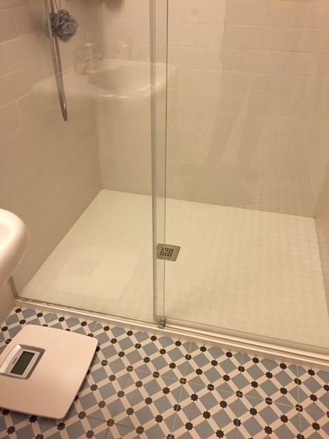 Detalle suelo plato de ducha moderno cuarto de ba o for Aseos modernos con ducha
