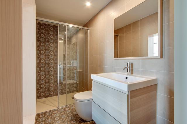 Ba os con azulejos hidraulicos for Baldosas cuarto de bano