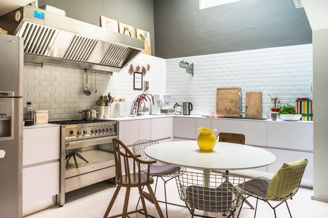 A casa di sabina contemporaneo cucina milano di ilaria pagnan - Cucine senza pensili sopra ...