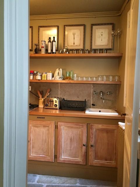 Idées déco pour une cuisine contemporaine avec un plan de travail en bois.