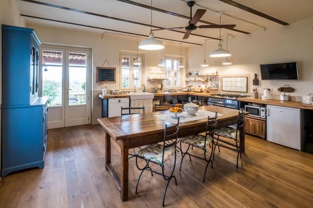 Cucine Per Case Di Campagna : Casa di campagna in cucina torino uau
