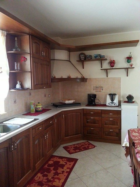 Cucina classica in massello di toulipier for Kitchen design 06606