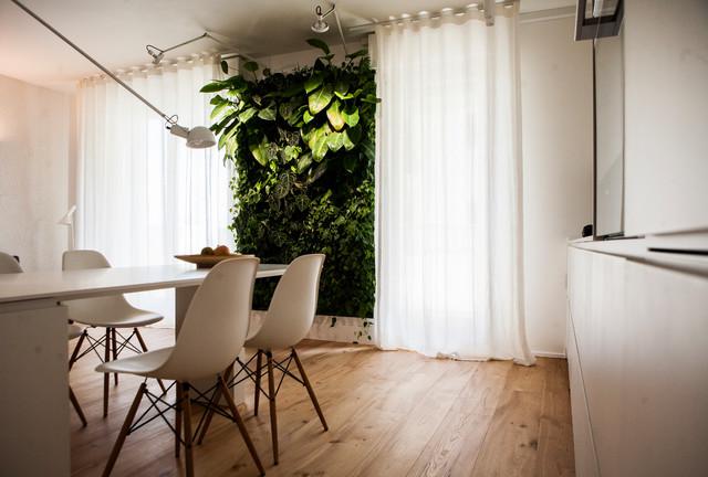 cucina e parete in verde verticale - Contemporaneo - Cucina ...