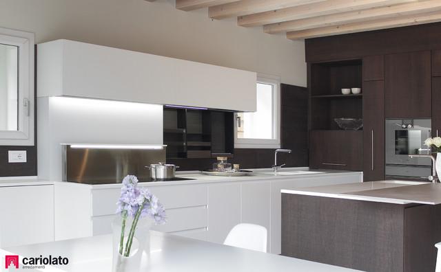 Boiserie Da Cucina : Cucina moderna con boiserie