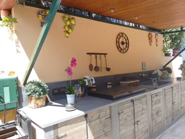 Cucina rustica esterna for Piani di casa contemporanea rustica