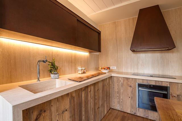 Cucina su misura ante abete invecchiato - Ante in legno per cucina ...