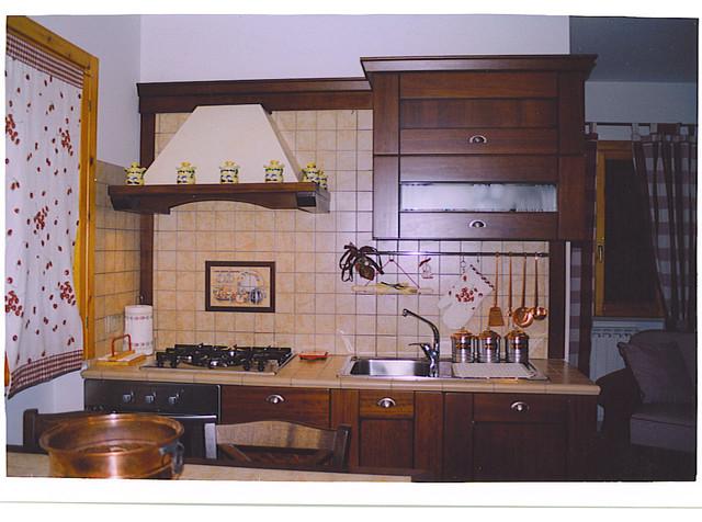 cucine con top e schiene piastrellate