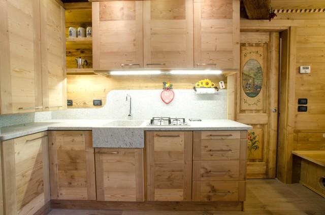 Cucine per case di montagna gallery of cucine per case di for Poli arredamenti
