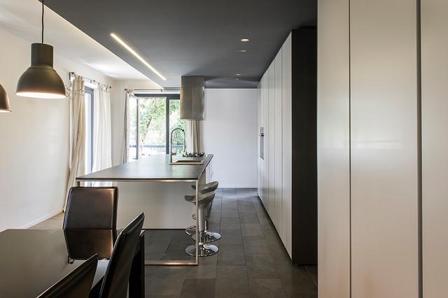 Idee per una cucina minimal con isola