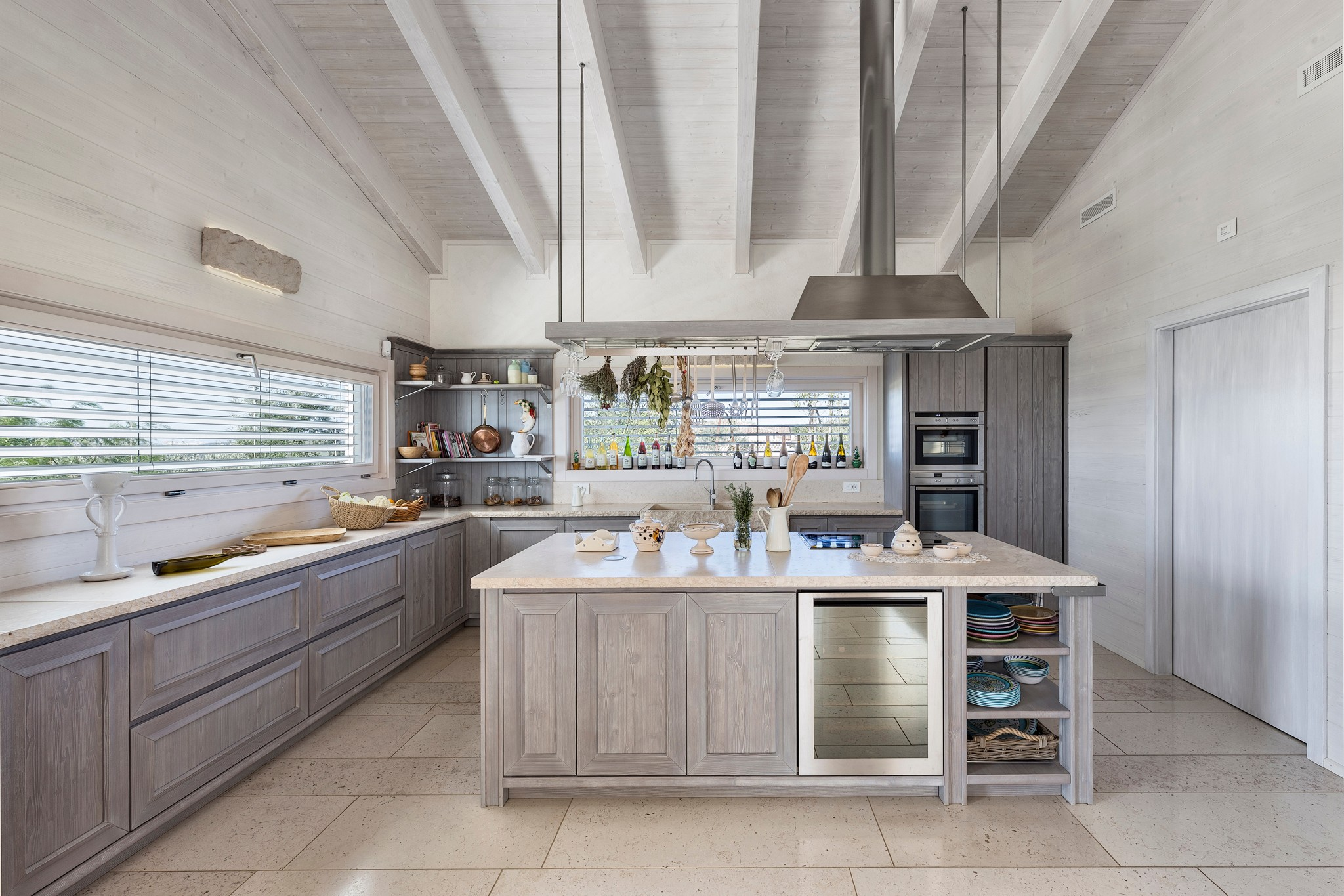 75 Beautiful White Kitchen With Brown Cabinets Pictures Ideas January 2021 Houzz