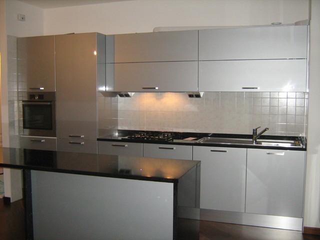 Progetto e realizzazione arredo appartamento al mare contemporaneo cucina milano di idea - Progetto arredo cucina ...