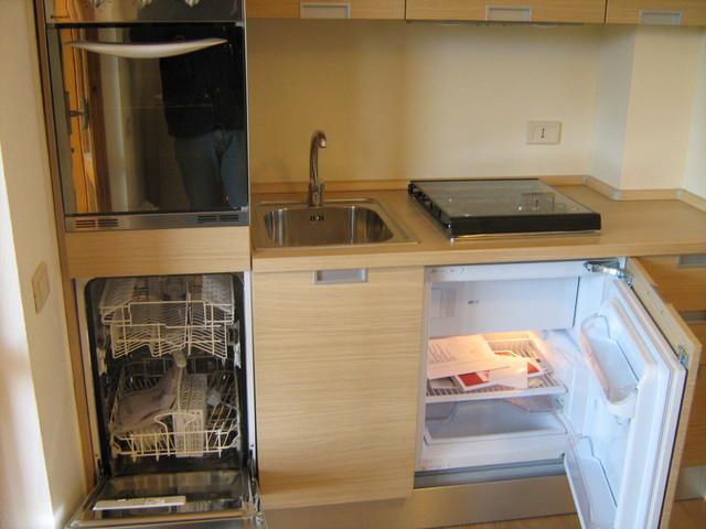 Progetto e realizzazione di arredo per mini appartamento for Mini arredo bisceglie