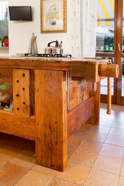 Restauro mobili antichi a Mariano Comense - Country - Cucina ...