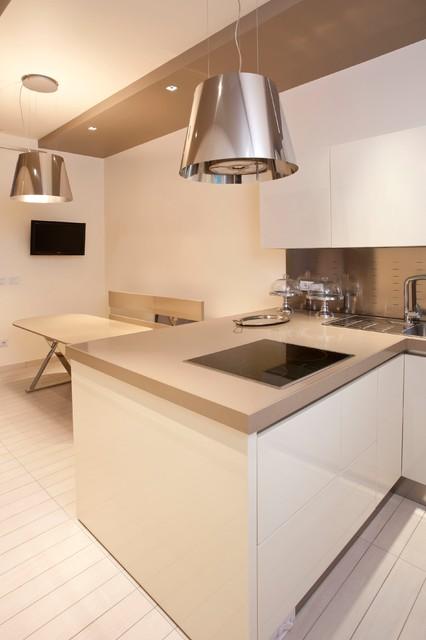 Vista della zona pranzo la seconda cappa e 39 trasformata in lampadario contemporaneo cucina - Cucina con cappa a vista ...