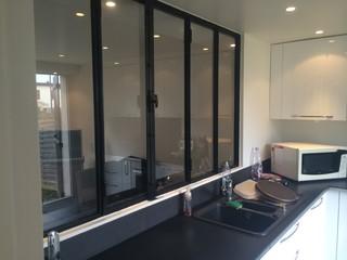 am nagement d 39 un salon et cuisine avec verri re antony. Black Bedroom Furniture Sets. Home Design Ideas